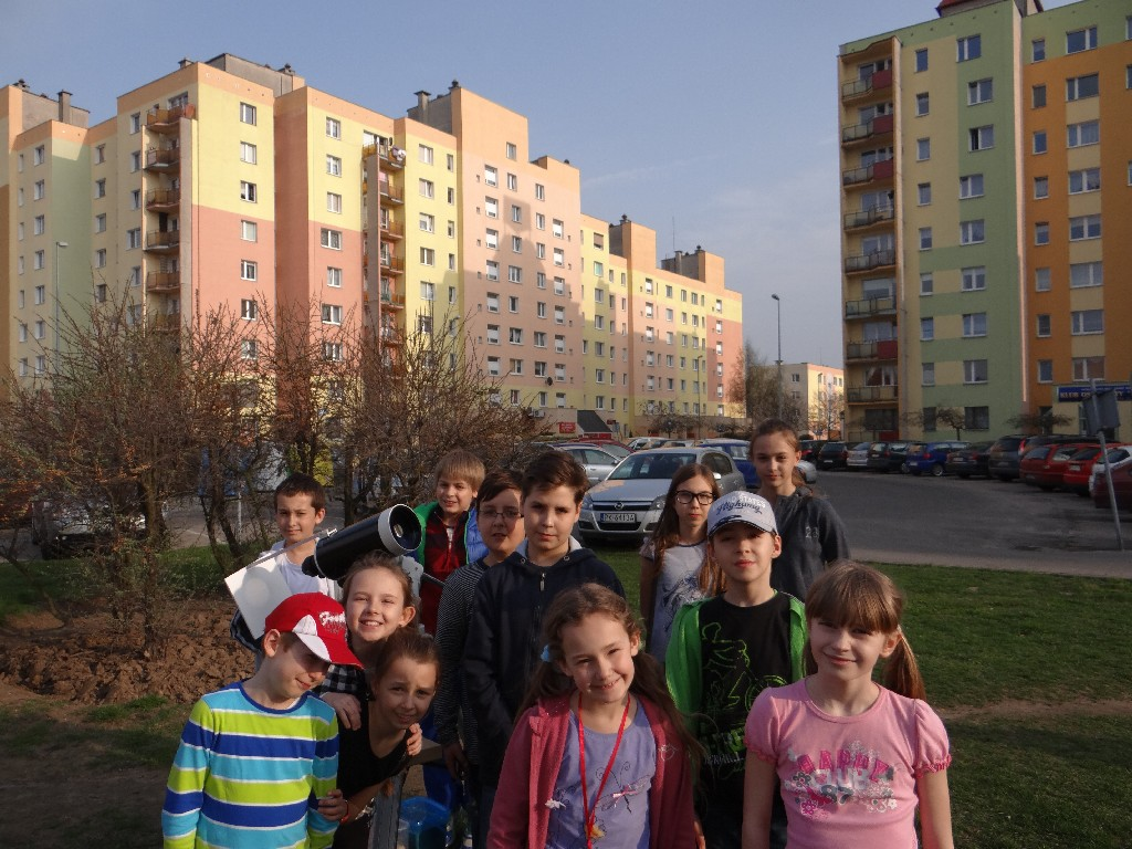 Grupa MÅ'odsza podczas obserwacji